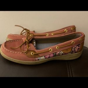 Sperry size 8